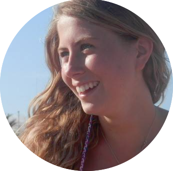Anna Vaccari, ventiquattro anni, studentessa di psicologia. Sempre in viaggio tra Genova e Milano. Incasinata e con mille pensieri, ma le piace vedere il lato bello nelle cose e per questo cerca notizie, scrive ed è fondatrice del Polo Positivo.