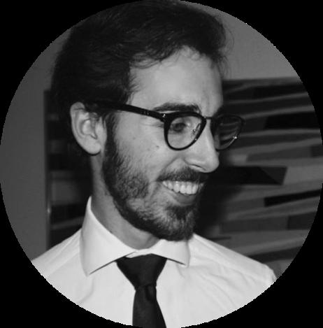 Giacomo Andrea Minazzi, ventiquattro anni decisamente milanesi. Diviso tra psicologia e moda, cerca un modo di farle convivere. Studia psicologia clinica ed è giornalista freelance. Scrive ed è fondatore del Polo Positivo, di cui coordina la programmazioni degli articoli.
