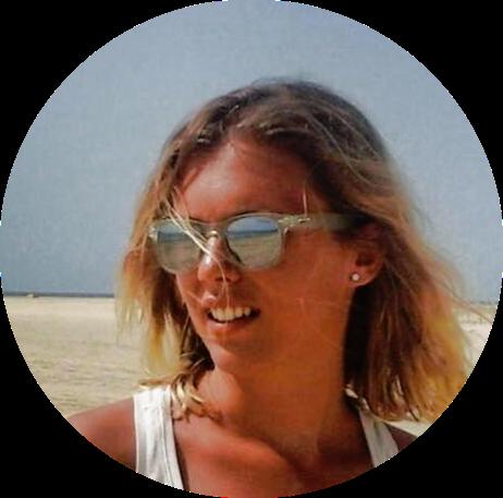 Giulia Verrini, ventitré anni. Açai, yoga, sup. Qualche volta anche laureata in economia e studentessa di un master in food & wine. Milano e Genova. Scrittrice, news finder e fondatrice del Polo Positivo.