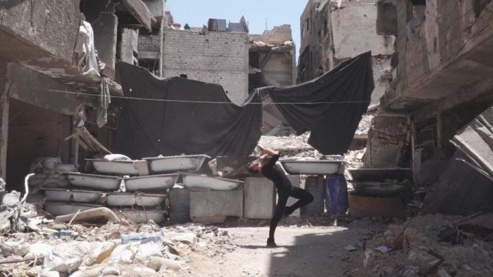 Ahmad danza nel campo di Yarmouk1