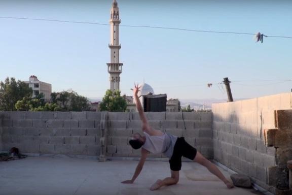 Ahmad danza sul tetto, Damasco