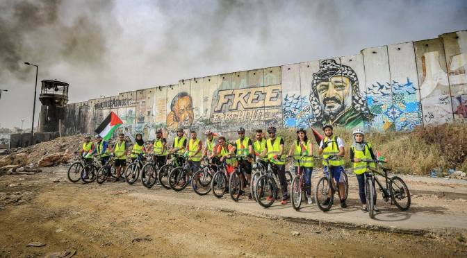 In Palestina si resiste su due ruote